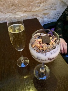 Prosecco, yogurt & chocolate parfait